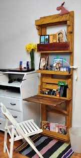 Wall To Wall Desk Diy by Diy Pallet Computer Desk With Wall Shelf
