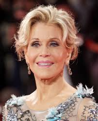 are jane fonda hairstyles wigs or her own hair emmys 2017 jane fonda s backwards red carpet jewelry and bangs