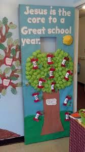 Classroom Door Decorations For New Year by Best 25 Preschool Door Decorations Ideas On Pinterest Preschool