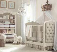 chambre bébé blanc et taupe lit bébé magique sorti des contes de fées lit berceau fille