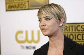 penny with short hair kaley cuoco s short hair is killing me mount rantmore