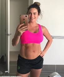 Want To Enjoy Post Pregnancy Fitness Personality Emily Shares Post Partum Photo Daily