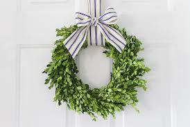 boxwood wreaths 9 ways to use a boxwood wreath tutorial