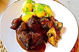 cuisiner boeuf recette de boeuf bourguignon traditionnel facile et rapide