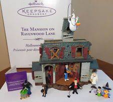 2004 hallmark the mansion on ravenwood display with