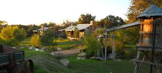 bed and breakfast fredericksburg texas barons creekside 12 cabins 4 family homes lodging in