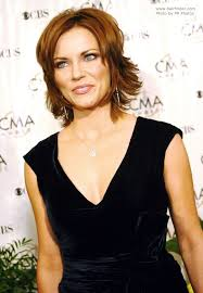 hair that flips in the back martina mcbride s easy neck length hairstyle with a back that flips up