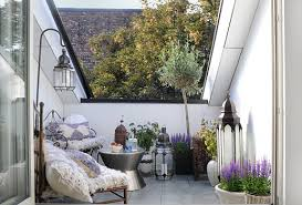 kleine balkone kleiner balkon dekorieren als kleines wohnzimmer draußen