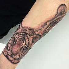 16 pretty tiger wrist tattoos