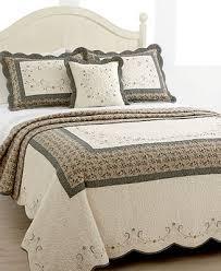 161 best bedspreads quilts images on bedrooms
