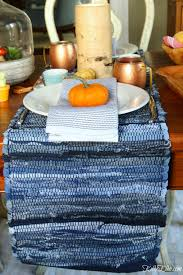 love this fresh fall table setting use two table runners from