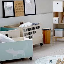 chambre petit biscuit caisses de rangement bloomingville avec roulettes chambre enfant