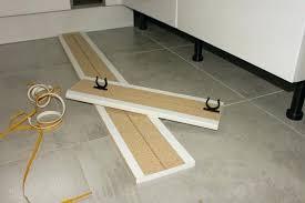 plinthe cuisine plinthes pour meubles cuisine poser plinthe cuisine 48 roubaix