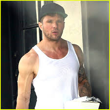ryan phillippe is working hard in the gym after his injury ryan