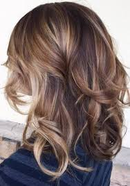 medium lentgh hair with highlights and low lights bronde hair color ideas caramel blonde hair caramel blonde and