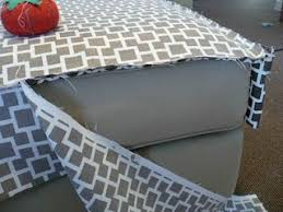 recouvrir un canapé recouvrir un canapé ottoman recover tutorial fauteuils