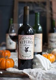 how to make a wine bottle l diy les bouteilles dégueux d halloween mais si jolies halloween