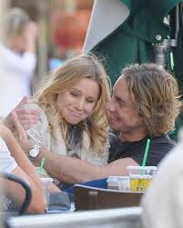 Dax Shepard Pictures Of Kristen Bell And Dax Shepard Kissing At Coffee With