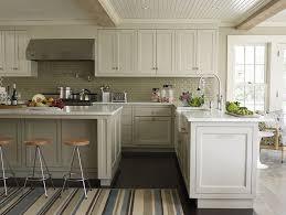 gorgeous two tone kitchen design with creamy white top upper