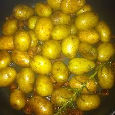 cuisiner pomme de terre grenaille pomme de terre grenaille confites a la graisse de canard recette de