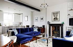 canap bleu roi mur de briques et canapé en velours bleu nuit canapé en velours