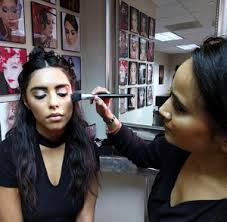 airbrush makeup classes chicago chicago cosmetic school chicago makeup school chicago beauty
