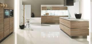 cuisine contemporaine blanche et bois cuisine moderne pays idees de decoration