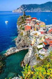 Cliffside Restaurant Italy by Best Small Towns To Visit In Italy Vernazza Positano Corinaldo