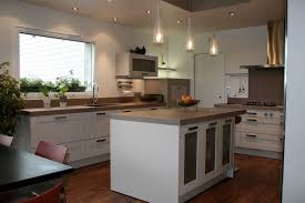 cuisine ouverte avec ilot table modele cuisine avec ilot central table photo avec modele cuisine