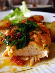 cuisine filet de poulet dans la cuisine de filets de poulet marinés au paprika et