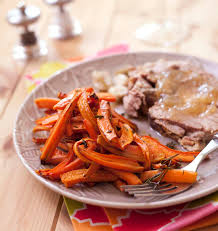 cuisiner l agneau frites de carottes au thym et romarin et gigot d agneau les