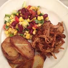cuisiner les revisses salade de maïs et haricots rouges à la mexicaine a table avec