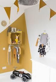 peinture chambre garcon tendance la couleur jaune moutarde nouvelle tendance dans l intérieur
