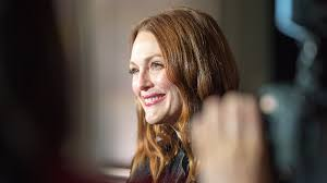julianne moore julianne moore red carpet secrets why she never fails in photos