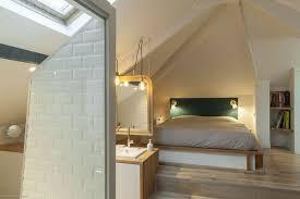 salle de bain dans chambre sous comble combles aménagés en chambre salle de bains cuisine salon côté
