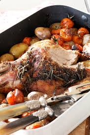 cuisiner un gigot d agneau au four on dine chez nanou gigot d agneau au four aux tomates cerises et