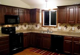 cream and brown back splash with dark brown kites on the middle