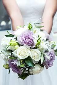 mariage clã en bouquet mariage bleu et blanc plumes bouquet de la mariée