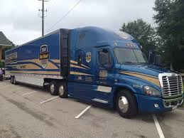 2013 volvo big rig topping 10 mpg former trucker of the year blends driving strategy