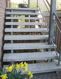 treppe naturstein natursteintreppen vergrößertes bild freitragende außentreppe