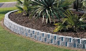 Patio Edging Stones by Wall Blocks Pavers And Edging Stones Guide