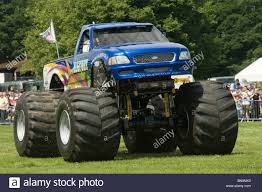 bigfoot monster truck show bigfoot monster truck trucks suv ford pickup pick up car crushing