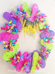 how to make a mesh wreath mesh wreath project diy projects craft ideas how to s for home
