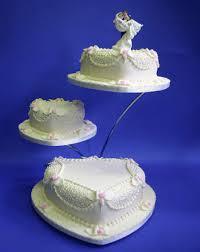 wedding cake gif heart shaped wedding cake in 3 tiers