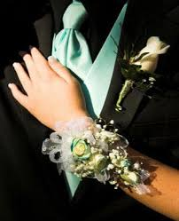 prom flowers popular prom flower choices