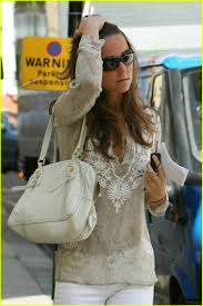 kate middleton in wonderful white jeans kate en pippa middleton