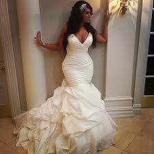 curvy wedding dresses best 25 curvy ideas on curvy wedding dresses