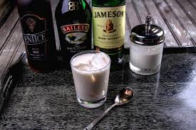 white russian cocktail festive irish white russian recipe diycandy com