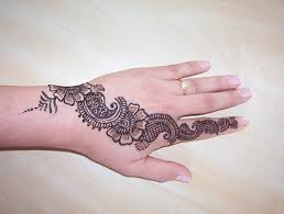 nice henna tattoo design on wrist n hand real photo pictures