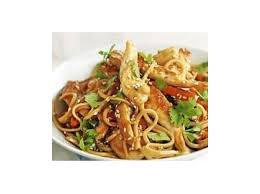 cuisiner des pates chinoises nouilles chinoise façon thaï au poulet par jusolou une recette de